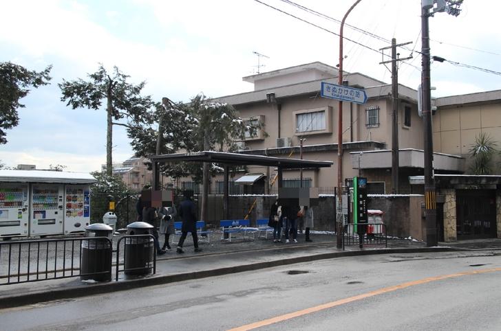 今回の件で廃止されるバス停は「金閣寺前」