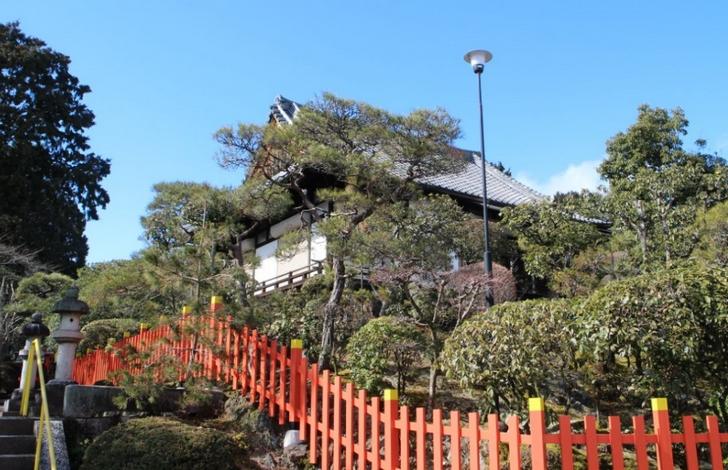 船岡山の山頂にある「建勲神社」