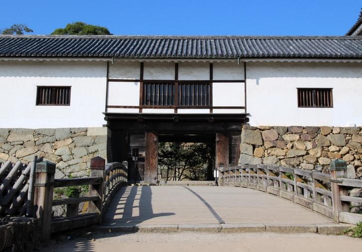 天秤櫓(てんびんやぐら)、牛蒡積(ごぼうずみ)の石垣