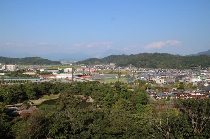 天守閣から見た彦根県立彦根球場