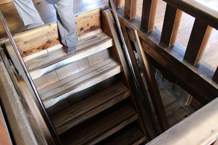超急な階段を登らないと天守閣までは行けません
