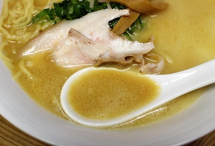 スープはポタージュのような濃厚で素材の味が出たものです