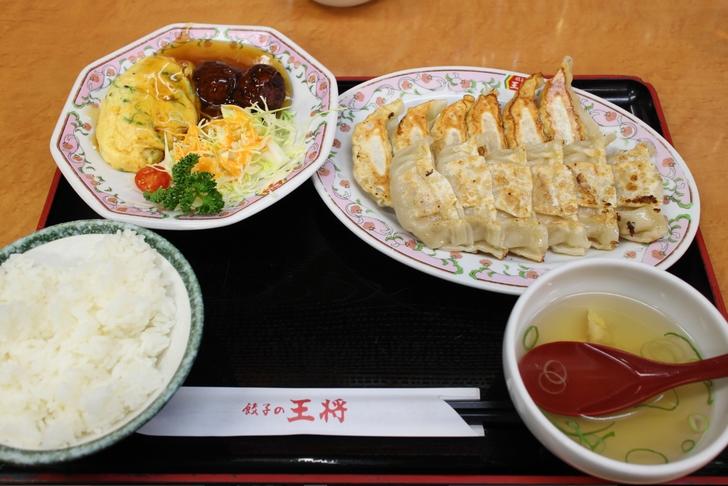 餃子定食(2人前)889円(税別)