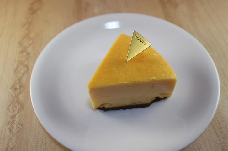 シッカリとした固さのあるチーズケーキです