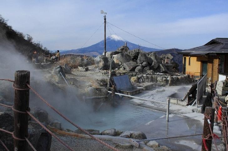 大涌谷からは富士山や芦ノ湖が望めます