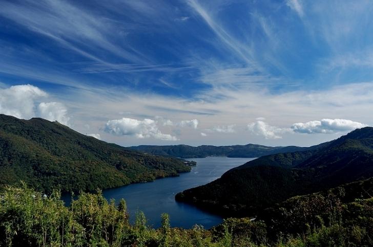 箱根・芦ノ湖も山の上にあるカルデラの一部です