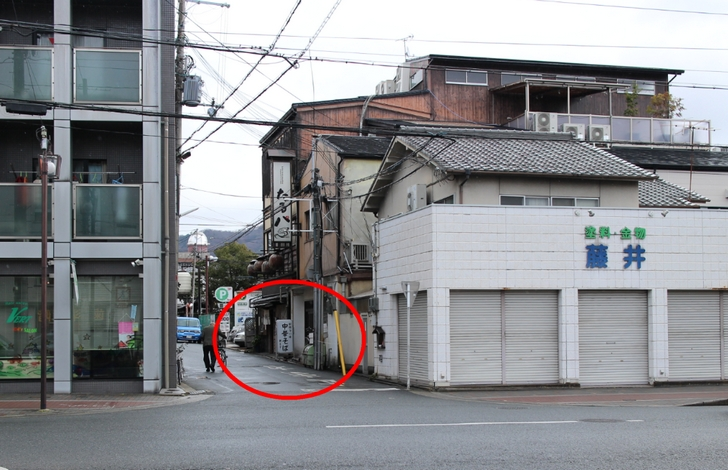 京都の百万遍にある裏路地のラーメン店「新ます」さん