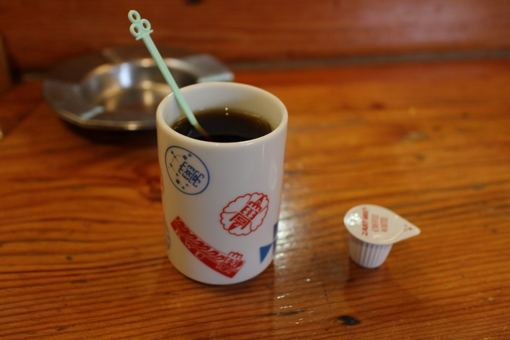 食後にはセルフのコーヒーがあります