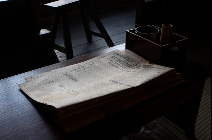 書斎には昭和30年代くらいの「京都新聞」がありました