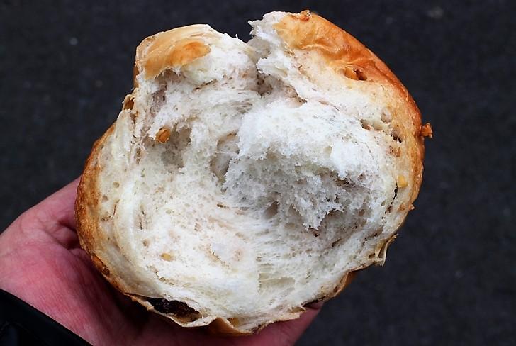 中はかなりふっくらしたパンです