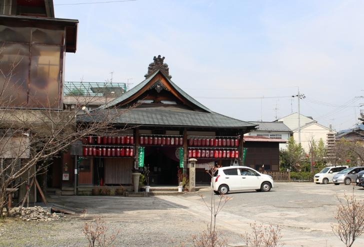 京都の上千本商店街にあるちょっとくたびれたお寺