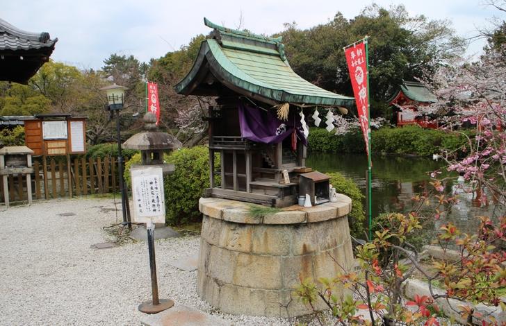 日本で唯一の回転する神社「恵方社」