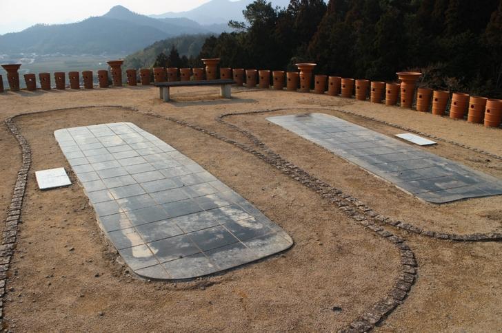 山頂には古代王の墓がありました