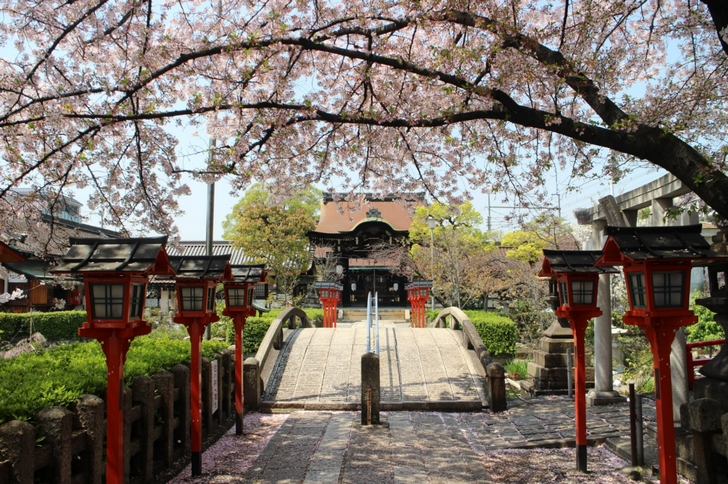 六孫王神社の本殿