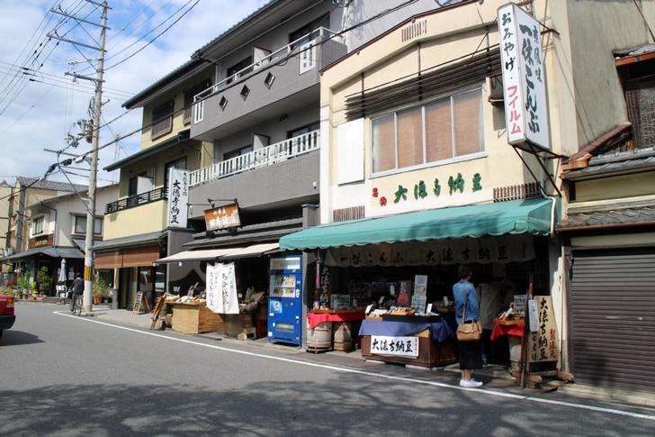 京都・大徳寺の門前には「大徳寺納豆」を掲げるお店がいくつもあります