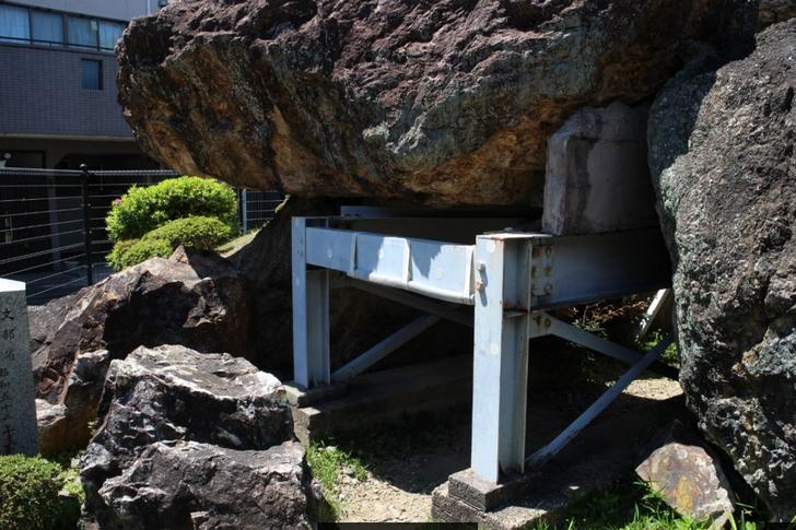 蛇塚古墳の入口はちょっと低いです