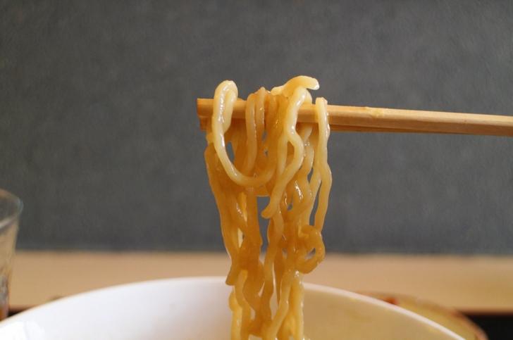 麺は関西でいう太麺