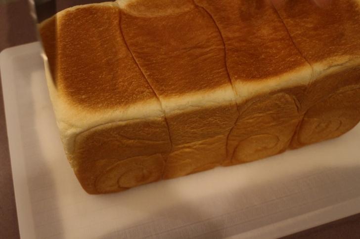 きれいな焦げ目ですがものすごく柔らかいパンの耳