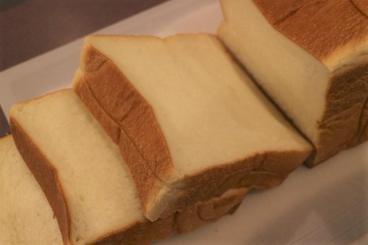クリームとハチミツでほんのり甘い食パンです