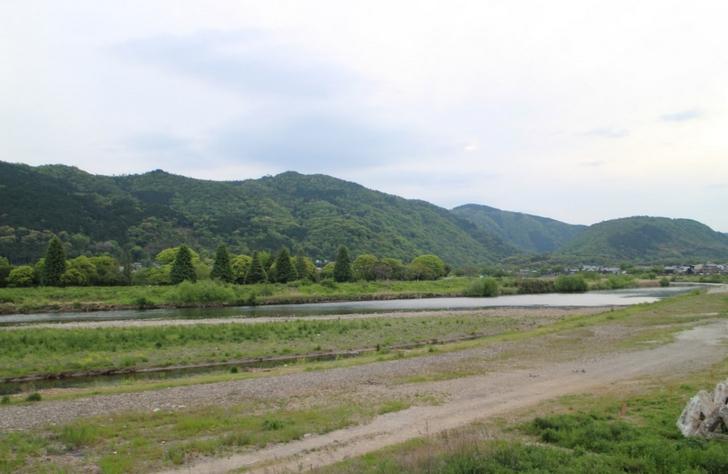 京都・嵐山のこんな感じの場所にあるお店