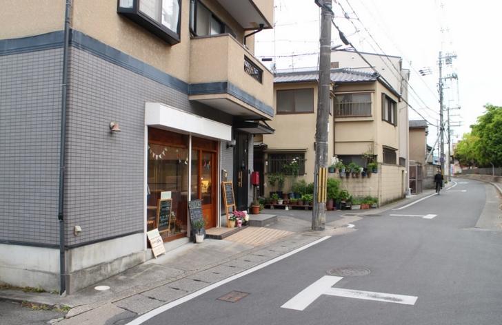 京都府立嵯峨野高校前にあるパン屋さんです