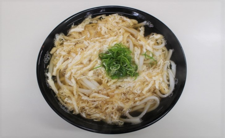京都では「きつね・きざみ」と呼ばれ、その餡かけを「たぬき」と言います