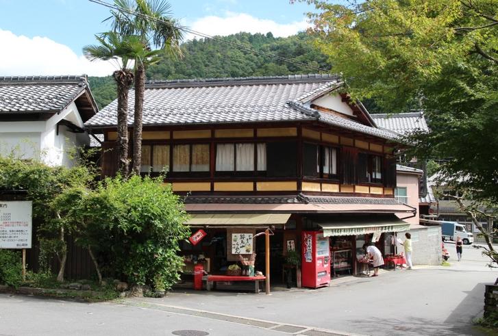 京都の秘境・鞍馬にある老舗の食事処「岸本柳蔵老舗」