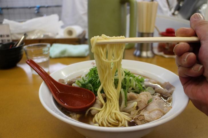 麺は中太麺ストレートです