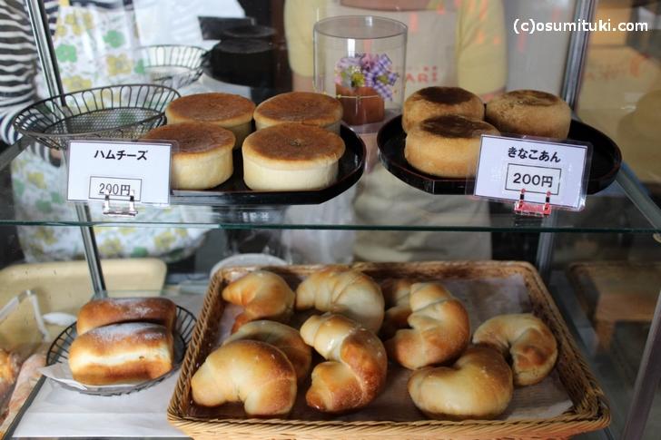 ハムチーズときなこあんは200円でした