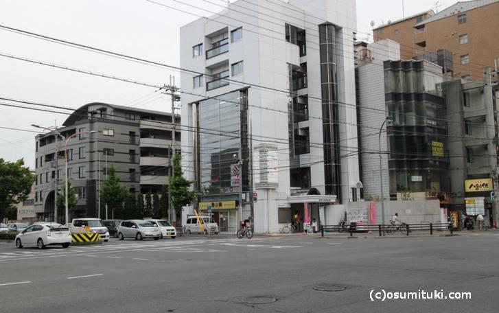 場所は京都外国語大学短期大学の目の前です