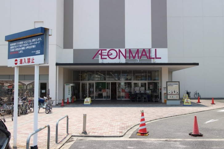 イオンモール京都五条店の北口を出て左折するとあります