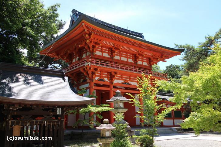 京都の「今宮神社」は地元の信仰を集める神社です