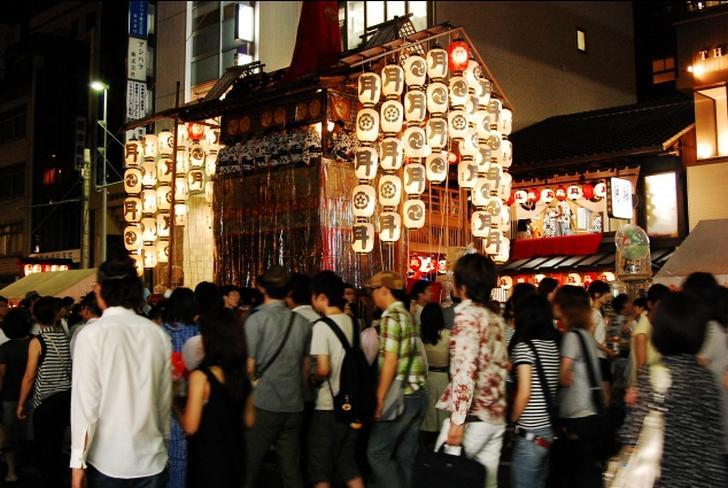 夏の京都といえば「祇園祭」で観光客が集まります