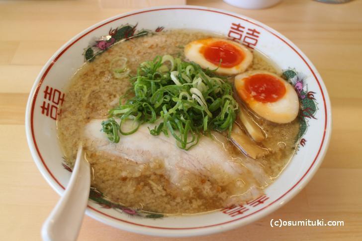 ベースの味がよく出ている京都背脂鶏ガラ豚骨醤油ラーメン
