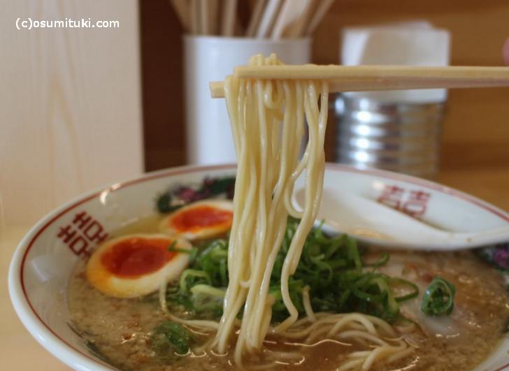 麺も京都ではポピュラーなストレート麺です