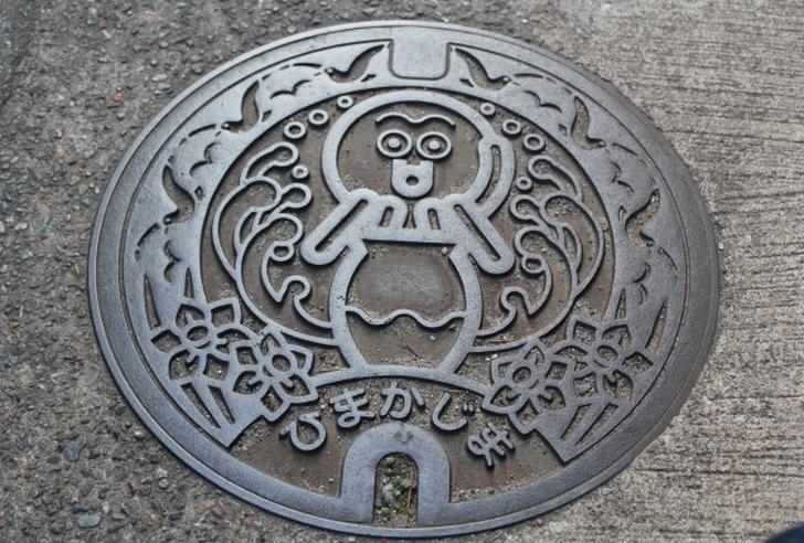 日間賀島(ひまかじま)のタコが描かれたマンホール