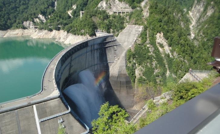 富山県「黒部ダム」の観光放水