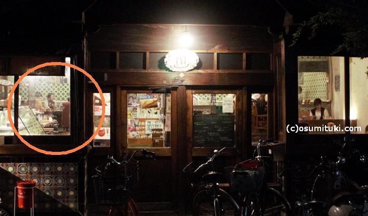 船岡温泉近くの「さらさ西陣」さんも奥が高く、外から店内の様子がよくわかります