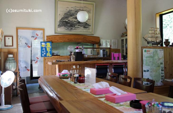 店内は山の飲食店という雰囲気です
