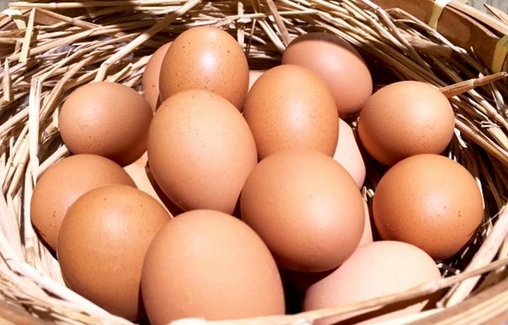 産み立ては汚れていますので、卵は水洗いして出荷されます