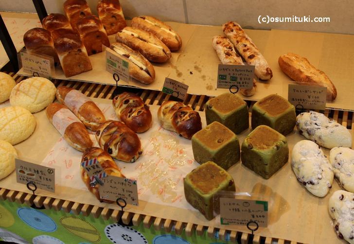 他のパンも特徴的な味がします
