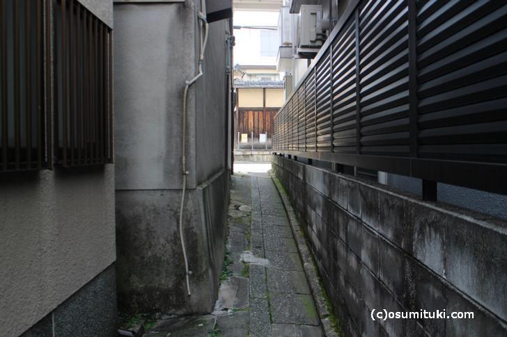 京都・岡崎にはこういった「辻子(ずし)」があります