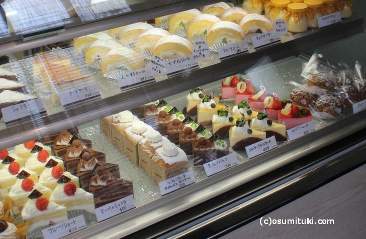 チーズケーキやロールケーキにプリンもあります(撮影許可済)