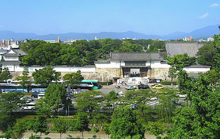京都・二条城へと続く二条通には江戸幕府公認の「薬種仲間」あった