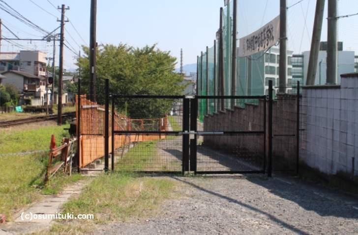 京都学園北にあるグラウンドの私道