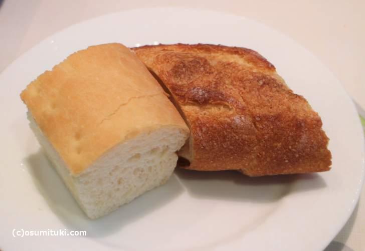 パンは2種類で温めてありました