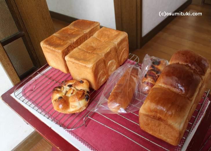 もちろん、パンが並んでいます