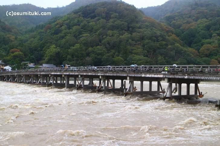 嵐山・渡月橋の状況(2017年10月23日 11時頃)