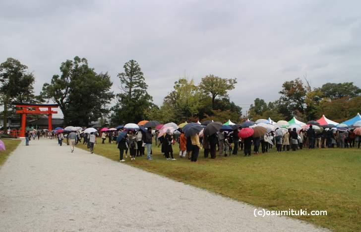 京都パンフェスティバル in 上賀茂神社は雨でも開催していました