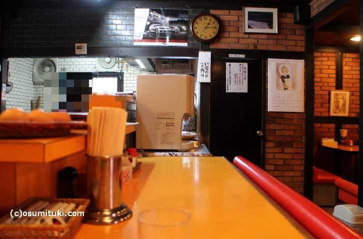 昔ながらの喫茶店みたいな店内です